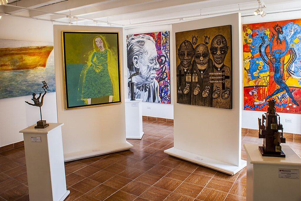 Interiores y patio galeria arte contemporaneo sma - Galeria de arte sorolla ...